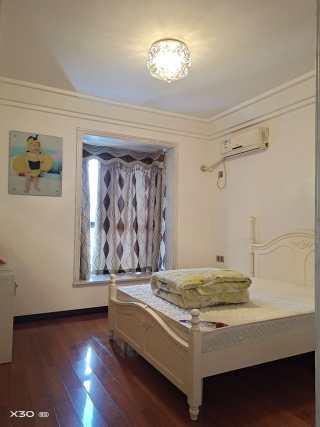 3室2厅2卫143m²精装修
